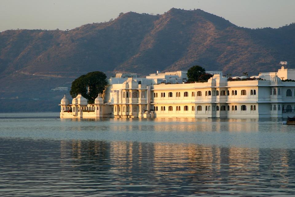 udaipur venice of the east honeymoon destination of rajasthan