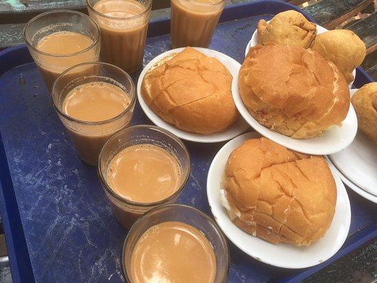 tea with bun maska at sharma tea stall lucknow