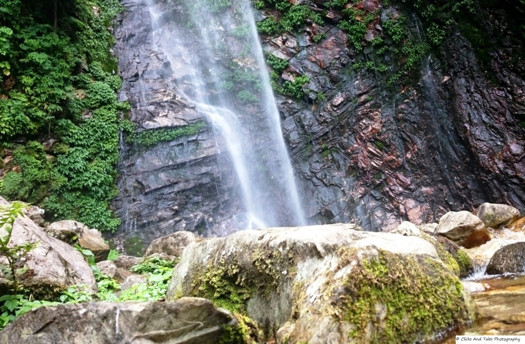 chhoie waterfall in tirthan valley