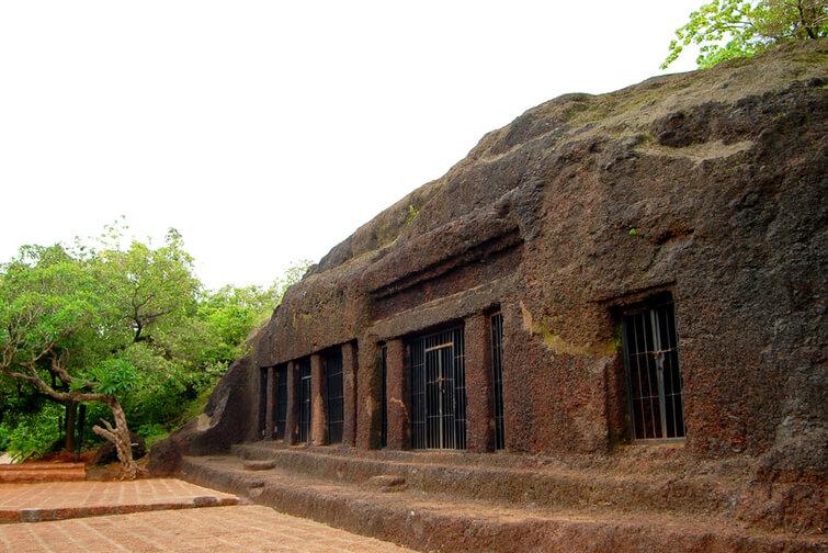 panch pandav caves pachmarhi