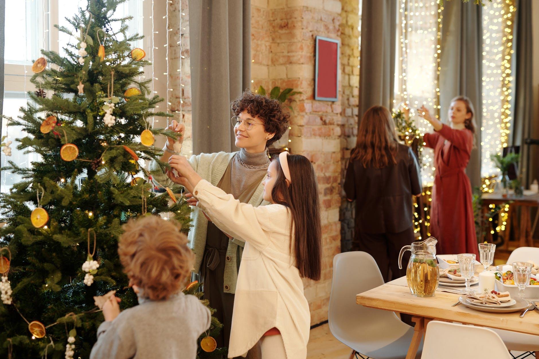 Christmas carol and tree